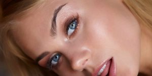 Получаване на най-доброто от секси жени след процедура за ламиниране на мигли София